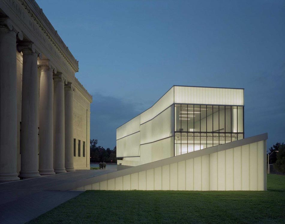 Nelson-Atkins-Museum-of-Art-modern-contemporary-and-classic-architecture