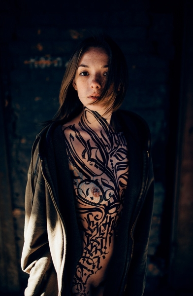 Session-8-Calligraphy-by-Pokras-Lampas-Photo-by-Stanislav-Liepa-Model-Olga-Kobzar-courtesy-of-calligraphyongirls.com-segment-4
