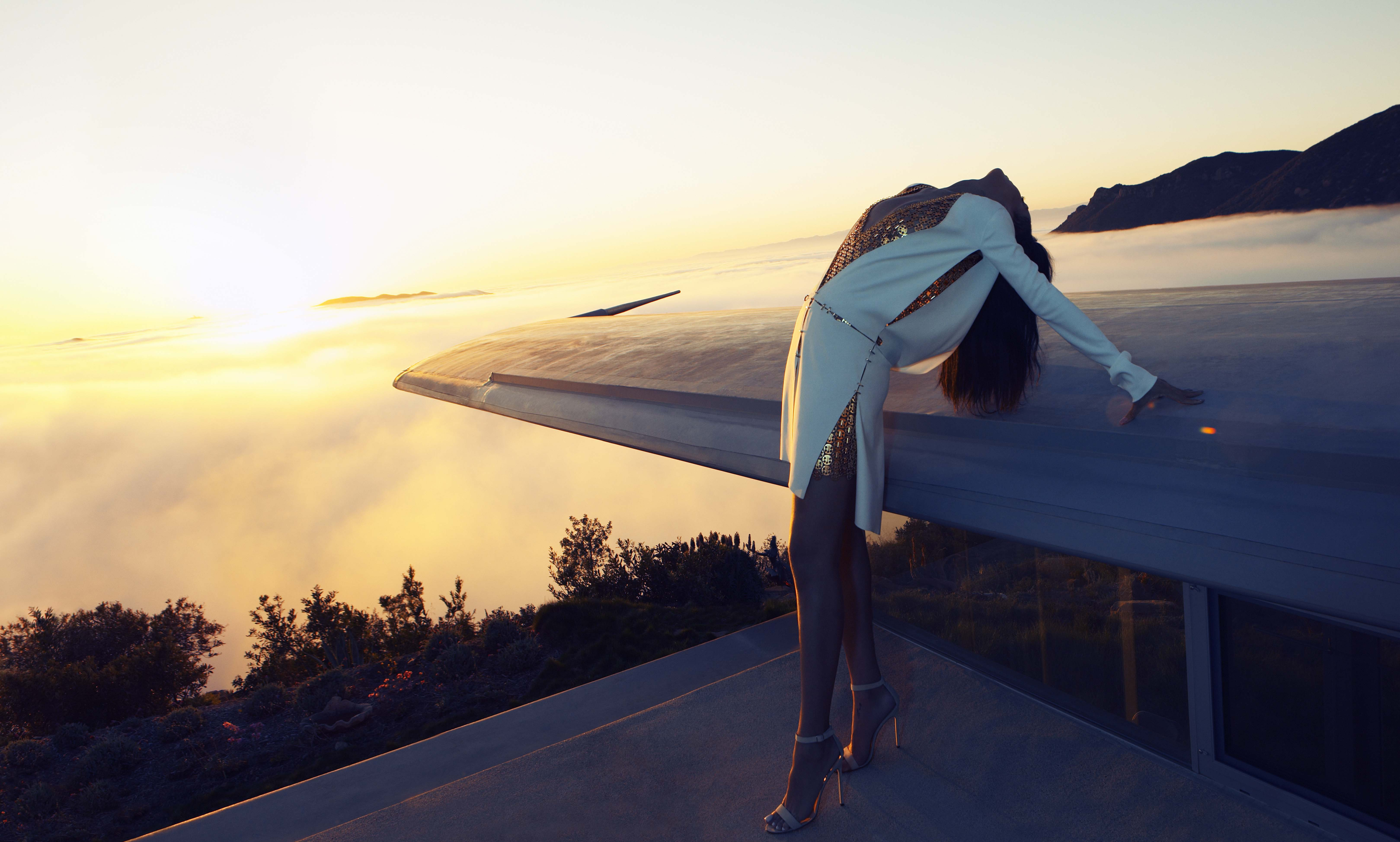 _The_girl_on_the_roof_054265_