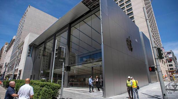Apple показал будущее своих магазинов!