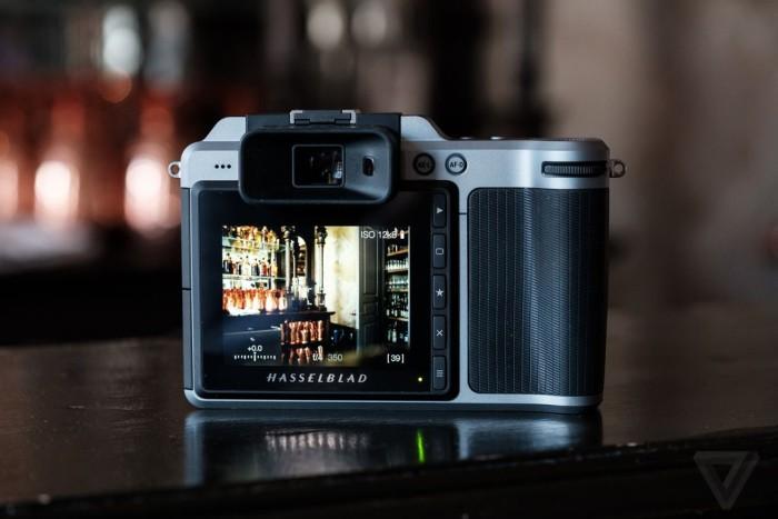 hasselblad predstavili pervuyu kompaktnuyu sredneformatnuyu kameru562