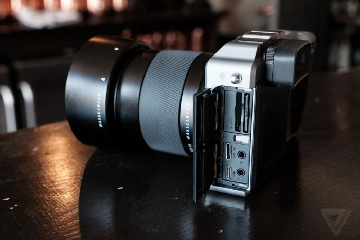 hasselblad predstavili pervuyu kompaktnuyu sredneformatnuyu kameru67