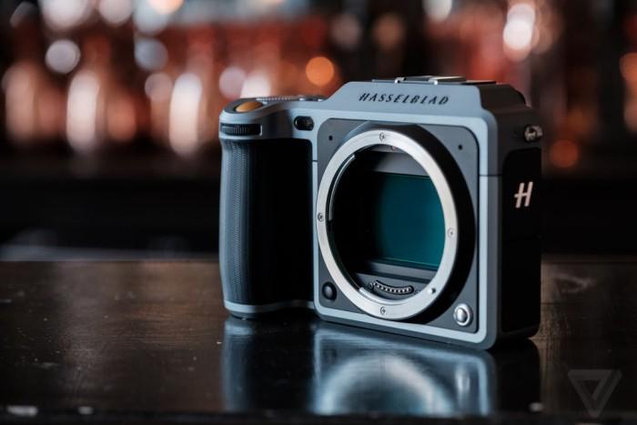 hasselblad predstavili pervuyu kompaktnuyu sredneformatnuyu kameru889