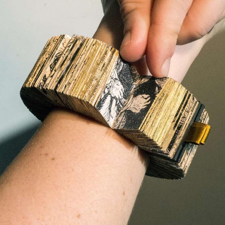 book_bracelet