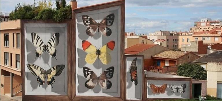 Необычный стрит-арт: художник рисует 3D-бабочек на стенах домов