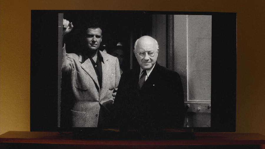 Перед тем, как к Купер вспоминает себя в третьем сезоне «Твин Пикса», он видит на экране сцену из «Бульвара Сансет» Билли Уайлдера
